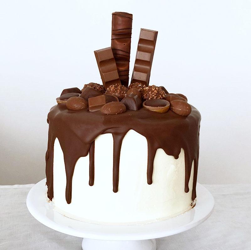 Amazing chocolate cream & caramel drip cake