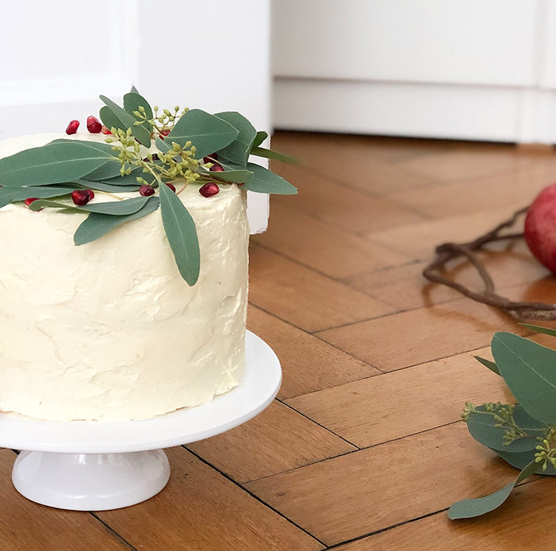 Pomegranate cake for the perfect tea time