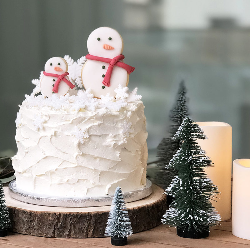 Snowman buttercream cake for winter & Christmas time