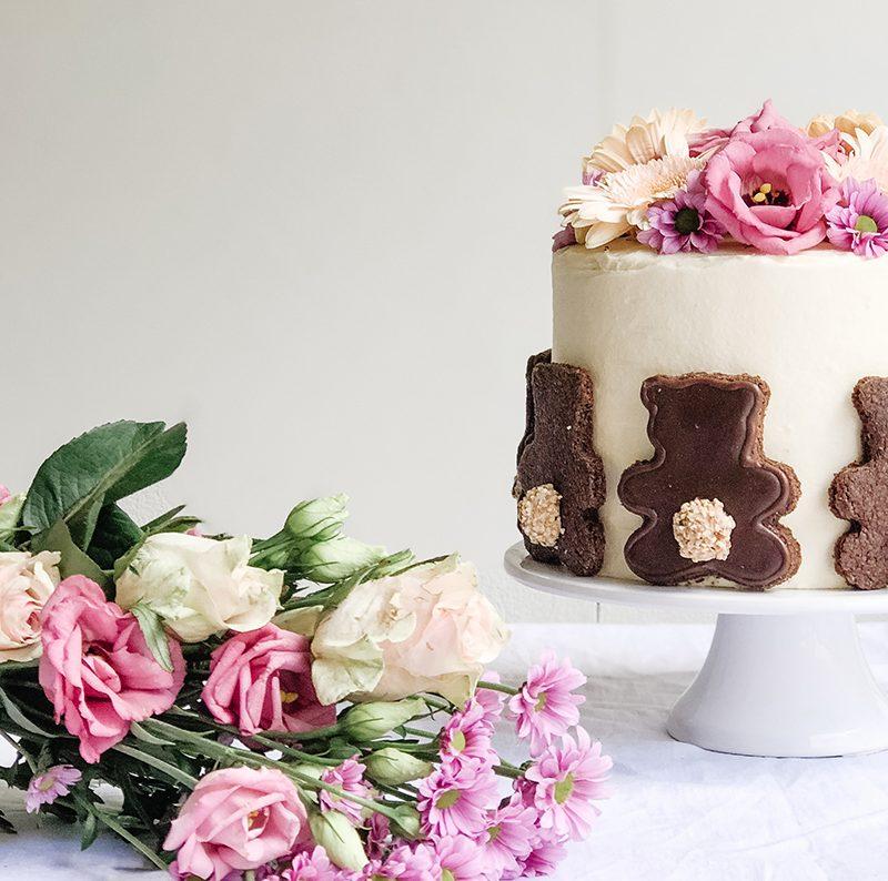Bären-Kuchen mit echten Blumen – sehr lecker!