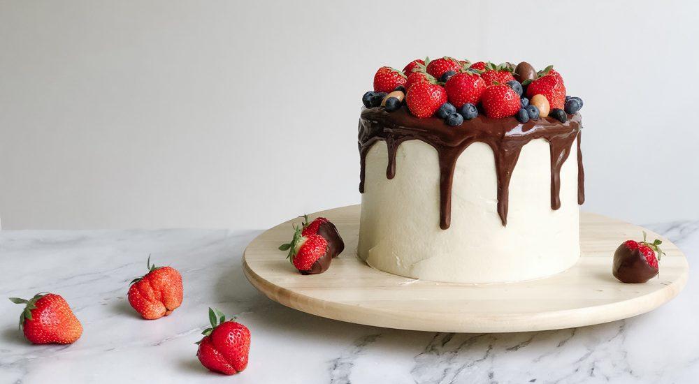 Dripcake Rezept mit Erdbeeren und Schokolade