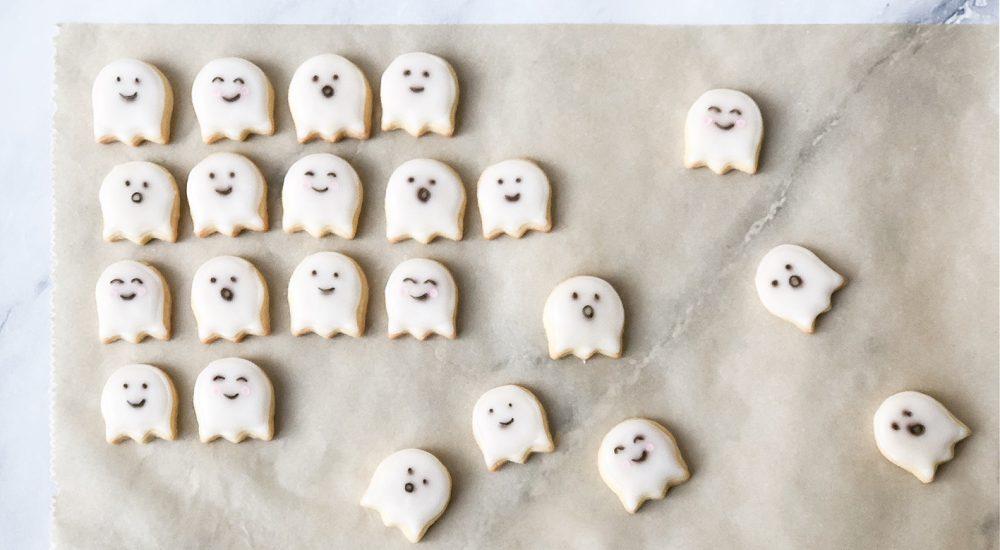 Halloween Kekse im gruseligen Geister-Gewand